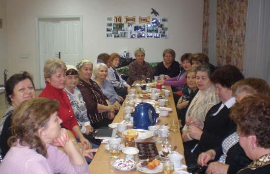 """""""Жіноча громада"""" за святковим столом"""